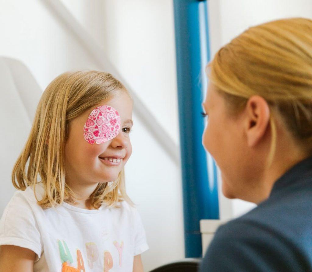 Augenarzt Behandlung Kinder
